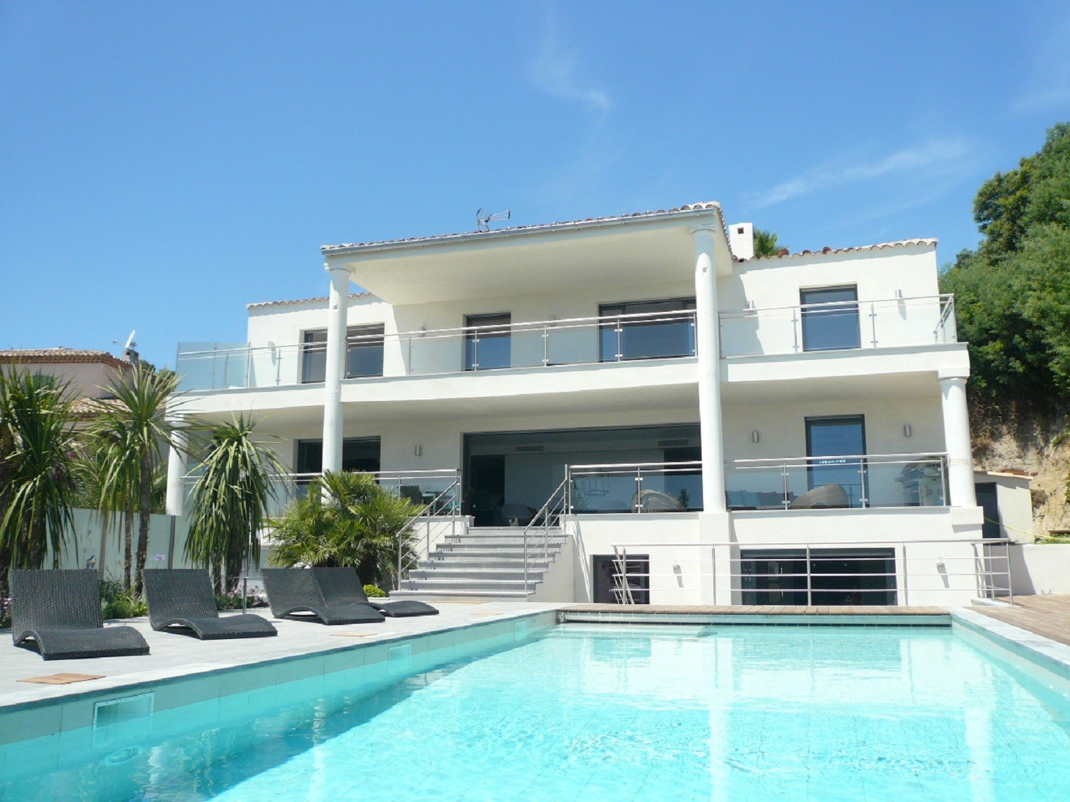 Beautiful villa with pool in Antibes